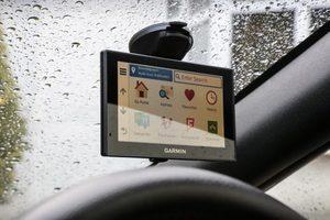 test et avis assistant aide a la conduite garmin drive assist 51